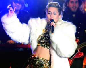 Don't-miss-this---Miley-Cyrus-doing-her-own-MTV-Unplugged_mini